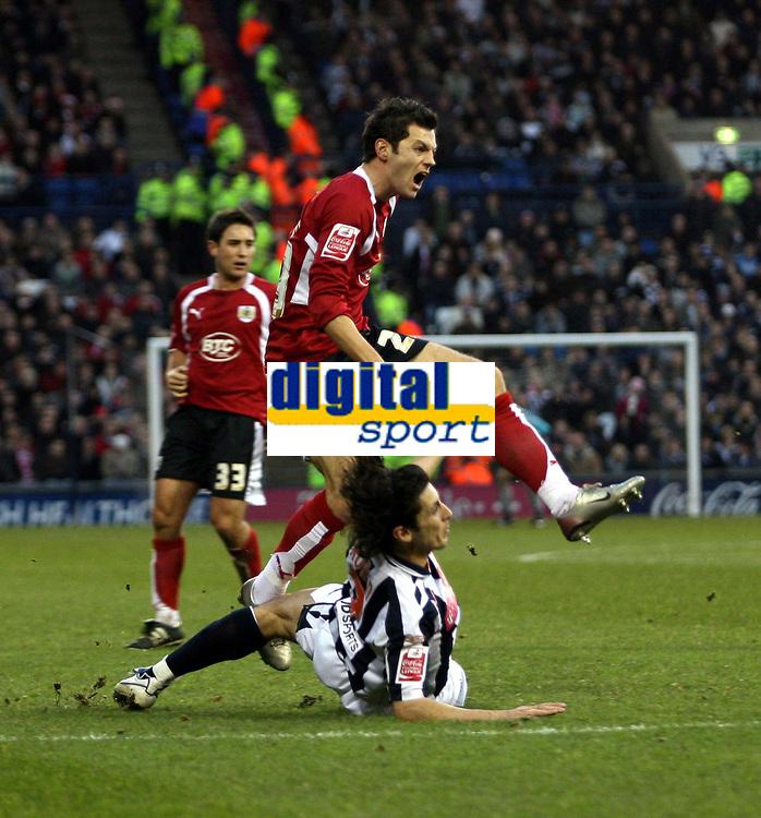 Photo: Mark Stephenson/Sportsbeat Images.<br /> West Bromwich Albion v Bristol City. Coca Cola Championship. 26/12/2007.Bristol's  Ivan Sproule battles with West Brom's Robert Koren