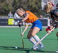 BLOEMENDAAL -  Laurien Boot (Bldaal) tijdens de hoofdklasse hockeywedstrijd dames, Bloemendaal-Amsterdam (0-5) .  COPYRIGHT KOEN SUYK