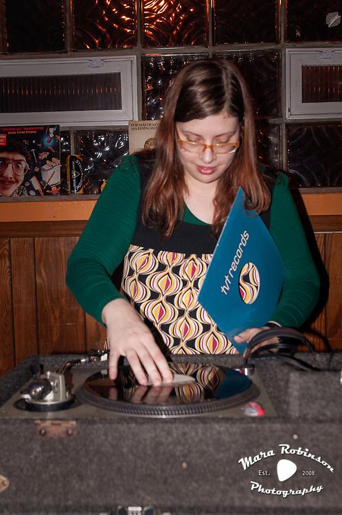 Leia Hohenfeld, Tom Dechristofaro at Beachland Tavern by Cleveland music photographer Mara Robinson 10.15.2009