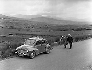 01/02/1957<br /> 02/01/1957<br /> 01 February 1957<br /> A view of the landscape between Macroom and Killarney. Renault 4CV