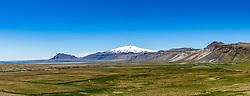 THEMENBILD - Der schneebedeckte Berg Snæfellsjoekull ein 1446 m hoher Stratovulkan am westlichen Ende der Halbinsel Snæfellsnes, aufgenommen am 14. Juni 2019 in Island // Snæfellsjoekull, a snow capped mountain, is a 1,446 meter high stratovolcano at the western end of the Snæfellsnes peninsula, Iceland on 2019/06/14. EXPA Pictures © 2019, PhotoCredit: EXPA/ Peter Rinderer
