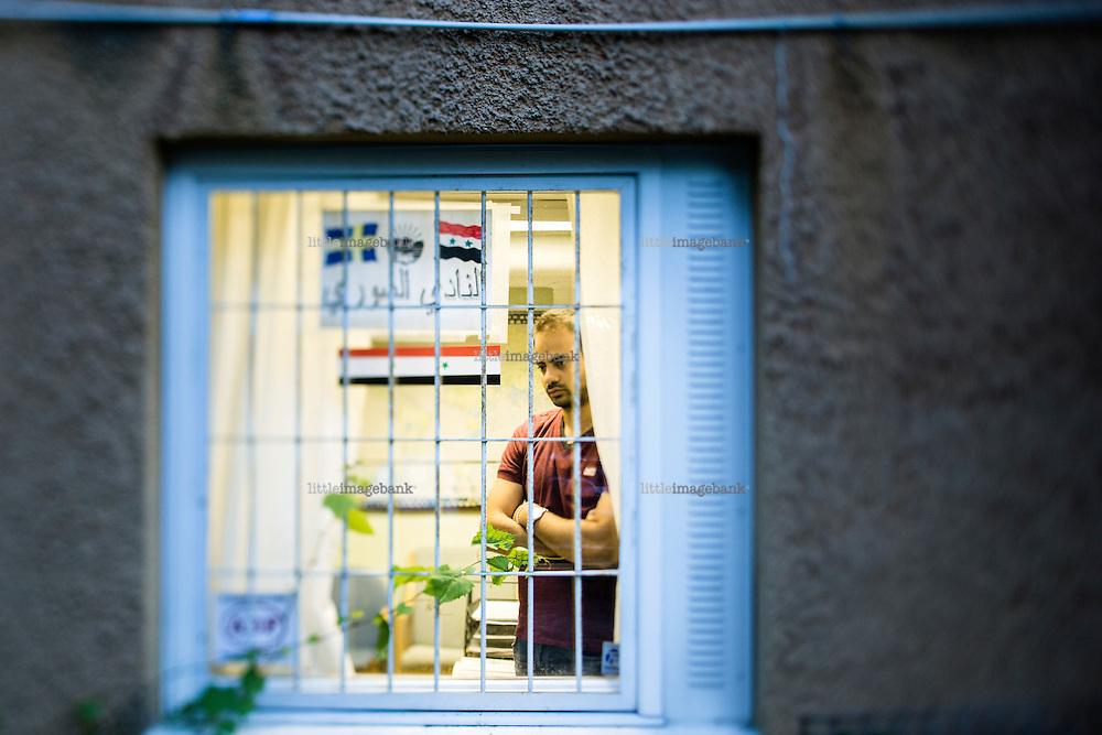 Södertälje, Sverige, 10.09.2015. Hadi Haseem er TV fotograf fra Syria. Han flyktet da han ble innkalt til Assads styrker. I Syria etterlot han sin kone, som, bor i utkanten av Damaskus. Bilder til dokument om Södertälje, flyktninger, krisen i Syria og Sveriges måte å håntere dette på. Foto: Christoher Olssøn
