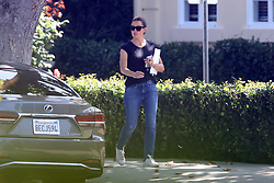 Jennifer Garner smiles as she is dropped off while Ben spends time in rehab. 23 Aug 2018 Pictured: Jennifer Garner. Photo credit: MB / MEGA TheMegaAgency.com +1 888 505 6342