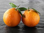 Whole and cut fresh oranges