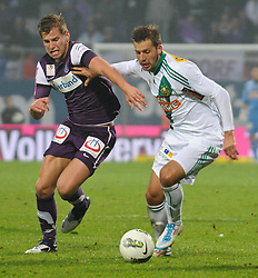 23.10.2011, Generali Arena, Wien, AUT, 1. FBL, Wiener Derby FK Austria Wien vs SK Rapid Wien, im Bild Zweikampf zwischen Alexander Gruenwald, (FK Austria Wien, #10) und Guido Burgstaller, (SK Rapid Wien, #30) // during the vienna derby FK Austria Wien vs SK Rapid Wien, Generali Arena, Vienna, 2011-10-23, EXPA Pictures © 2011, PhotoCredit: EXPA/ M. Gruber