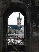 Duitsland, Trier, 21-10-2013Stad in de Eifel met rijke romeinse geschiedenis.Centrum van de stad met kerk vanuit de porta nigra.bezienswaardigheid,attractie,trekpleister,monument,landmarkFoto: Flip Franssen/Hollandse Hoogte