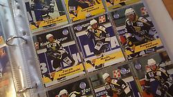 Aalborg Panthers<br /> <br /> Officielle Danske Hockey Trading Card. <br /> <br /> 1999-2000 Komplet Danske Ishockey Kort 225 stk.<br /> <br /> 88. Jiri Podesva<br /> 89. Jens Thomsen<br /> 90. Aleksander Shishkovich<br /> 91. Jesper F. Pedersen<br /> 92. Carsten Rønnest<br /> 93. Aleksander Macijevskis<br /> 94. Jacek Nowakowski<br /> 95. Mads Møller<br /> 96. Rasmus Nielsen<br /> 97. Ronnie Sørensen<br /> 98. Thomas Englund<br /> 99. Thomas Placatka<br /> 100. Hans S. Rasmussen<br /> 101. Kasper H. Knudsen<br /> 102. Thomas Mortensen<br /> 103. Bo Nordby Andersen<br /> 104. Rasmus L. Khristiansen<br /> 105. Jens Chr. Gregersen<br /> 106. Jesper Pedersen<br /> 107. Thomas Pedersen<br /> <br /> Begrænset komplet sæt på lager. Kontakt: mail@nhcfoto.dk eller tlf. 40277826