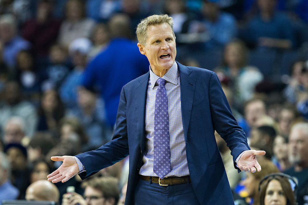 MEMPHIS, TN - DECEMBER 10:  Head Coach Steve Kerr of the Golden State Warriors working the bench during a game against the Memphis Grizzlies at the FedExForum on December 10, 2016 in Memphis, Tennessee.  The Grizzlies defeated the Warriors 110-89.  NOTE TO USER: User expressly acknowledges and agrees that, by downloading and or using this photograph, User is consenting to the terms and conditions of the Getty Images License Agreement.  (Photo by Wesley Hitt/Getty Images) *** Local Caption *** Steve Kerr