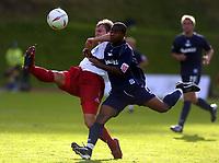 Fotball<br /> 2004/2005<br /> Foto: SBI/Digitalsport<br /> NORWAY ONLY<br /> <br /> Brighton v Sheffield United<br /> <br /> Coca-Cola Championship 02/10/04.<br /> <br /> Phil Jagielka defends against Leon Knight