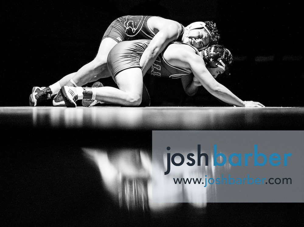 Capistrano Valley's Gerado Hernandez wrestles with Aliso Niguel's Josh Mackey in their 182-pound match during a Sea View League dual meet at Capistrano Valley High School on Thursday.<br /> <br /> <br /> ////ADDITIONAL INFORMATION: varsity.wrest.np.0114  - 1/14/16 - JOSH BARBER, - ORANGE COUNTY REGISTER -  Sea View league wrestling at Capistrano Valley High School on Thursday, January 14, 2016 in Mission Viejo, California.