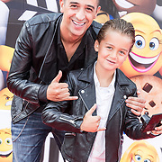 NLD/Amsterdam/20170802 - Premiere De Emoji film, Yes-R met zijn zoontje