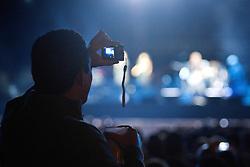 O público aproveita o concerto do guitarrista ingles Eric Clapton em 6 de outubro de 2011, em Porto Alegre, sul do Brasil. FOTO: Jefferson Bernardes/Preview.com