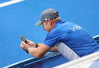 TOKIO -  coach Sjoerd Marijne (IND) belt naar huis  na de gewonnen hockeywedstrijd in de kwartfinale wedstrijd dames , Australie-India (0-1),   tijdens de Olympische Spelen van Tokio 2020. India plaats zich voor de halve finale.  COPYRIGHT KOEN SUYK