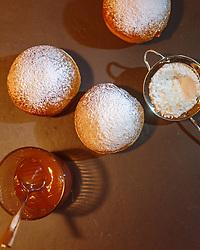 THEMENBILD - traditionelle Faschingskrapfen werden in Österreich mit Marillenmarmelade gefüllt, aufgenommen am 02. Februar 2018, Kaprun, Österreich // Traditional carnival donuts are filled in Austria with apricot jam on 2018/02/02, Kaprun, Austria. EXPA Pictures © 2018, PhotoCredit: EXPA/ Stefanie Oberhauser