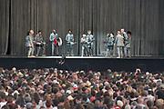 Nederland, Beuningen, Ewijk, 30-6-2018 Festival Down the Rabbit Hole , dtrh . David Byrne, frontman van de voormalige Talking Heads, met zijn van rijke choreografie voorziene live optreden .Foto: Flip Franssen