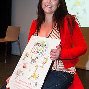 """NLD/Den Haag/20130907 -  Boekpresentatie """"Dierendorpje"""" van Kim-Lian van der Meij, Kil-Lian met haar eerste boek"""