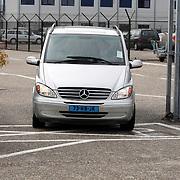 NLD/Amsterdam/20070912 - Aankomst The Police met privejet op Schiphol voor hun concerttour, beveiliging auto