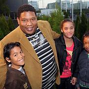 NLD/Amsterdam/20081006 - Inloop Premiere Anubis en het pad der zeven zonden, Quintis Ristie en zijn 3 kinderen