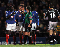 Fotball<br /> Premier League 2004/05<br /> Portsmouth v Chelsea<br /> 28. desember 2004<br /> Foto: Digitalsport<br /> NORWAY ONLY<br /> Referee Alan Wiley steps in as things hot up between Amdy Faye, left and Arjen Robben
