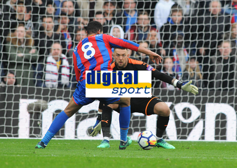 Football - 2017 / 2018 Premier League - Crystal Palace vs. Leicester City<br /> <br /> Ruben Loftus Cheek of Palace goes round Leicester goalkeeper Ben Hamer to score goal no four, at Selhurst Park.<br /> <br /> COLORSPORT/ANDREW COWIE