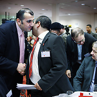 """Nederland, Lijnden , 24 januari 2010..De bijeenkomstwordt, in samenwerkingmet betrokkenambassadeurs, georganiseerddoor een initiatiefgroeponderleidingvan Ahmed Jilali. De groepis ingesteldmet de missie""""Als gedreven vrijwilligeondernemersde MarokkaanseNederlandersbereiken, om de bewegingop gang te brengenrichting bewustwording""""..De bijeenkomstzalplaatsvindenin aanwezigheidvan ondermeer minister E. van der Laan, burgemeesterA. Aboutaleben andereprominenteMarokkaanseNederlanders..Op de foto begroet Achmed Badoud lijstrekker PvdA Amsterdam Nieuw West de Marokkaanse initiatiefnemer van Hart voor Samenleving dhr. ahmed Jilali..Foto:Jean-Pierre Jans"""