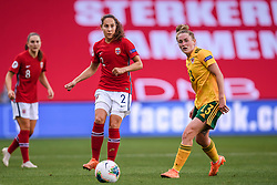 OSLO, NORWAY - Tuesday, September 22, 2020: Norway's Ingrid Moe Wold (L) and Wales' Rachel Rowe during the UEFA Women's Euro 2022 England Qualifying Round Group C match between Norway Women and Wales Women at the Ullevaal Stadion. Norway won 1-0. (Pic by Vegard Wivestad Grøtt/Propaganda)