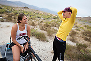 Iris Slappendel praat met Yasmin Tredell (links). Het Human Power Team Delft en Amsterdam, dat bestaat uit studenten van de TU Delft en de VU Amsterdam, is in Amerika om tijdens de World Human Powered Speed Challenge in Nevada een poging te doen het wereldrecord snelfietsen voor vrouwen te verbreken met de VeloX 7, een gestroomlijnde ligfiets. Het record is met 121,81 km/h sinds 2010 in handen van de Francaise Barbara Buatois. De Canadees Todd Reichert is de snelste man met 144,17 km/h sinds 2016.<br /> <br /> With the VeloX 7, a special recumbent bike, the Human Power Team Delft and Amsterdam, consisting of students of the TU Delft and the VU Amsterdam, wants to set a new woman's world record cycling in September at the World Human Powered Speed Challenge in Nevada. The current speed record is 121,81 km/h, set in 2010 by Barbara Buatois. The fastest man is Todd Reichert with 144,17 km/h.