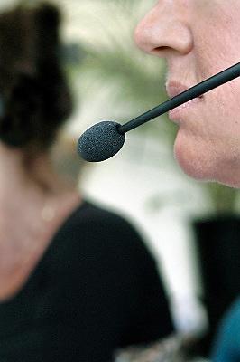 Nederland, Nijmegen, 20-7-2007Telefoniste met microfoon. Telefonische hulpdienst, call center.Foto: Flip Franssen/Hollandse Hoogte