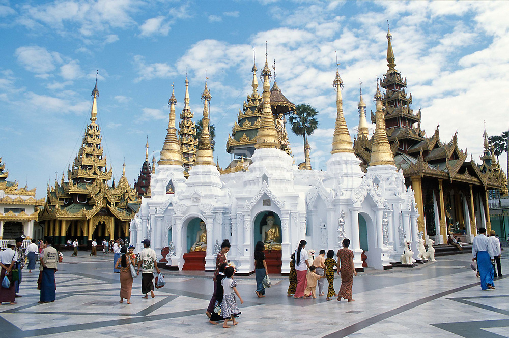 Shwedagon Paya, the most important Buddist temple in Rangoon. Nearly 100 metres high. Decorated with 8000 gold plates, 5000 diamonds and 2000 other precious and semi precious stones and surrounded by 82 smaller temples, attracts the faithful day and night.<br /> Rangoon, Burma. 1999