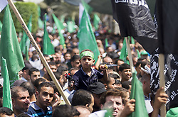July 21, 2017 - Gaza City, The Gaza Strip  - Young boy carries fake gun and knife. Palestinian Hamas militants take part in a protest against Israel's new security measures at the entrance to the al-Aqsa mosque compound, in Gaza City. (Credit Image: © Mahmoud Issa/Quds Net News via ZUMA Wire)