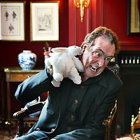 Nederland, Amsterdam , 20 mei 2011.<br /> Eric Idle (Durham, 29 maart 1943) is een Engels acteur, komiek en tekstschrijver. Hij is vooral bekend door zijn bijdragen aan Monty Python.<br /> In 2005 ging op Broadway de musical Spamalot in première, die door Eric Idle was opgezet en geproduceerd. De musical is gebaseerd op de Monty Python-film Monty Python and the Holy Grail. Eric Idle is goed bevriend met Jon van Eerd. Hij hoopt dat Van Eerd 'zijn rol' in de Nederlandse versie van Spamalot zal vertolken.<br /> Foto:Jean-Pierre Jans