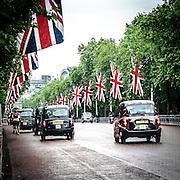 Il Mall allestito con la bandiera inglese Union Jack in occasione della parata per il compleanno della Regina Elisabetta.<br /> <br /> The mall with the British flag Union Jack for the Queen's birthday parade.