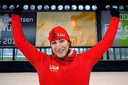 17-03-2011 ALGEMEEN: LIGA SCHAATSCLINIC: UTRECHT<br /> Op de Vechtsebanen in Utrecht hield schaatsteam LIGA een clinic voor haar klanten - Margot Boer<br /> © Ronald Hoogendoorn Photography
