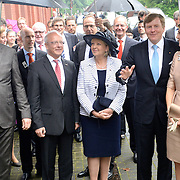 Koning en koningin bezoeken Noordrijn-Westfalen. Koning Willem Alexander  en Koningin Maxima  brengen een bezoek aan MMID / Creatieve Industrie Essen<br /> <br /> King and Queen visit North Rhine-Westphalia.<br /> King Willem Alexander and Queen Maxima visit MMID / Creative Industry Essen<br /> <br /> Op de foto / On the photo: <br /> <br />  Koning Willem Alexander en Koningin Maxima komen aan<br /> <br /> King Willem Alexander and Queen Maxima arrive