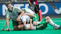 ANTWERP -   Michael Darling (under) has scored 4-1 for Ireland during   the hockeymatch for the 5th place between Ireland an d Malaysia (4-1).  Ireland is celebrating. left Kyle Good .  WSP COPYRIGHT KOEN SUYK