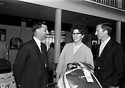 09/05/1965<br /> 05/09/1965<br /> 09 May 1965<br /> Mim Bennett is greeted on arrival at Dublin Airport on May 9, 1965.