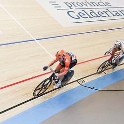 APELDOORN (NED) wielrennen<br /> Michel Kreder is in Apeldoorn Nederlands kampioen op de puntenkoers geworden. De prof van Roompot-Oranje Peloton nam samen met Mike Schoonderwoerd een ronde en zag zijn leidende positie niet meer bedreigd.<br /> Het zilver ging naar Patrick Bos, terwijl Melvin van Zijl brons veroverde.