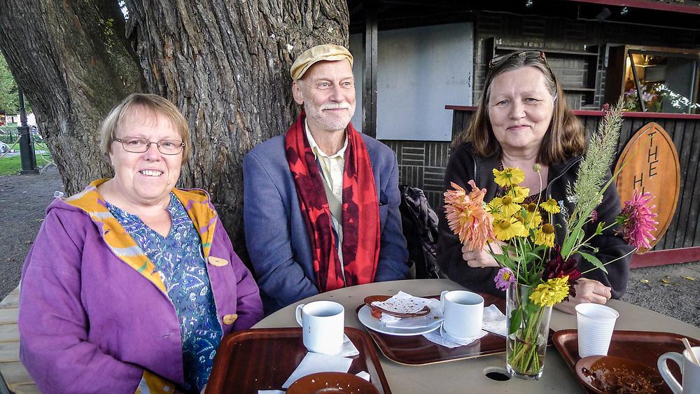Fika med Woila, Jan och Marie på Tetley