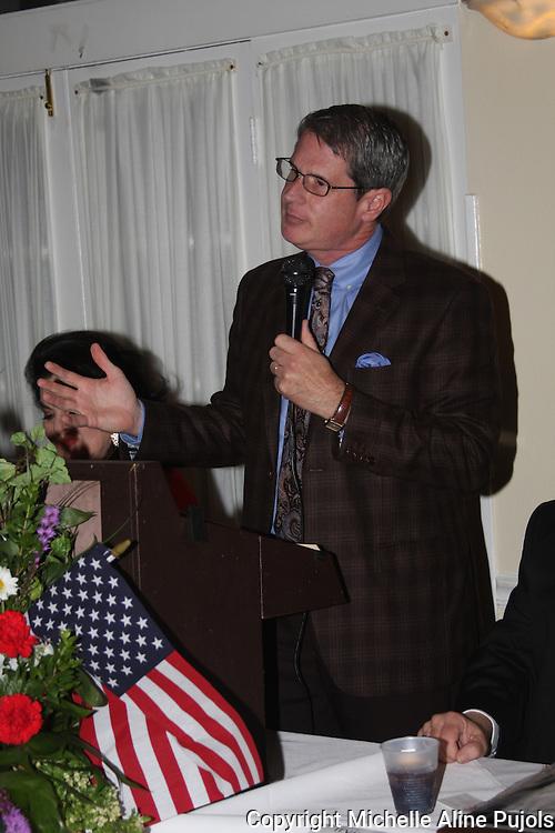U. S. Senator David Vitter speaking at a Crimefighters banquet.