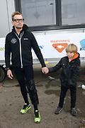 Leden van de koninklijke familie nemen deel aan de tweede editie van De Hollandse 100 op FlevOnice, een sportief evenement van fonds Lymph&Co ter ondersteuning van onderzoek naar lymfeklierkanker. <br /> <br /> Members of the royal family take part in the second edition of the Dutch 100 on FlevOnice, a sporting event Lymph & Co fund to support research into lymphoma.<br /> <br /> Op de foto / On the photo:  Prins Bernhard met zijjn zoon Benjamin