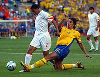 Fotball<br /> Euro 2004<br /> 26.06.2004<br /> Foto: SBI/Digitalsport<br /> NORWAY ONLY<br /> <br /> Sverige v Nederland<br /> <br /> Zlatan Ibrahimovic slides in on Michael Reiziger