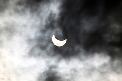 20.03.2015, Bosnien Herzegowina, CRO, partielle Sonnenfinsternis, die nächste Sonnenfinsternis wird im Jahr 2022 zu sehen sein, im Bild partielle Sonnenfinsternis // A partial eclipse of the sun is seen over Sarajevo, Bosnia and Herzegovina on March 20, 2015. The Solar eclipse occurs every few years, but next year will be on 2022 Bosnien Herzegowina, Croatia on 2015/03/20. EXPA Pictures © 2015, PhotoCredit: EXPA/ Pixsell/ Almir Panjeta/HaloPix<br /> <br /> *****ATTENTION - for AUT, SLO, SUI, SWE, ITA, FRA only*****