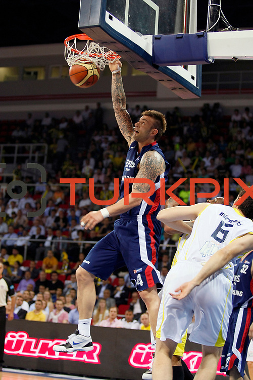 Efes Pilsen's Mario KASUN (L) during their Turkish Basketball league Play Off Final fourth leg match Fenerbahce Ulker between Efes Pilsen at the Abdi Ipekci Arena in Istanbul Turkey on Thursday 27 May 2010. Photo by Aykut AKICI/TURKPIX