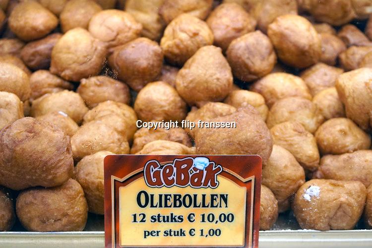 Nederland, Nijmegen, 14-12-2016Oliebollenkraam in het centrum van de stad. Foto: Flip Franssen