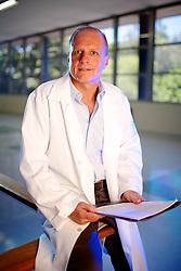 O psiquiatra brasileiro, Dr. Luis Augusto Rohde que está participando da revisão do maior manual mundial de doenças mentais, no Hospital de Clínicas de Porto Alegre. FOTO: Jefferson Bernardes/Preview.com