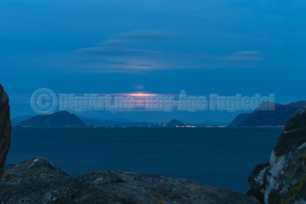 Moonrise over Valderhaugfjord, nearby Ålesund, Norway   Måneoppgang over Valderhaugfjord ved Ålesund. Godøy til Venstre,