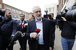 © Licensed to London News Pictures. 03/05/2017. London, UK.   Leader of the Labour Party JEREMY CORBYN campaigning in Bedford town centre, Bedfordshire, UK, ahead of a general election on June 8, 2017. Photo credit: Tolga Akmen/LNP