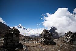 """THEMENBILD - Ama Dablam (6814 m). Wanderung im Sagarmatha National Park in Nepal, in dem sich auch sein Namensgeber, der Mount Everest, befinden. In Nepali heißt der Everest Sagarmatha, was übersetzt """"Stirn des Himmels"""" bedeutet. Die Wanderung führte von Lukla über Namche Bazar und Gokyo bis ins Everest Base Camp und zum Gipfel des 6189m hohen Island Peak. Aufgenommen am 19.05.2018 in Nepal // Trekkingtour in the Sagarmatha National Park. Nepal on 2018/05/19. EXPA Pictures © 2018, PhotoCredit: EXPA/ Michael Gruber"""