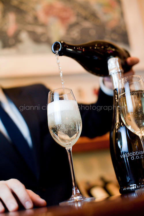 20 December, 2008. New York, NY. Stephen Mancini, wine and spirits director at Union Square Cafe, serves Prosecco brut Valdobbiadene D.O.C. Mionetto Non Vintage.  Prosecco, a sparkling wine, outsells champaign 2 to 1.<br /> <br /> ©2008 Gianni Cipriano for The New York Times<br /> cell. +1 646 465 2168 (USA)<br /> cell. +1 328 567 7923 (Italy)<br /> gianni@giannicipriano.com<br /> www.giannicipriano.com