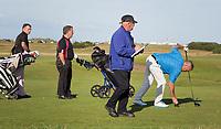 ST. ANDREWS -Schotland-GOLF. Marshall aan het werk met golfers  Old CourseCOPYRIGHT KOEN SUYK